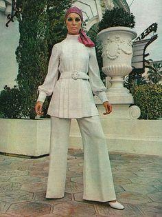 Traje de chaqueta de Christian Dior - Elle Francia,  Marzo 1970