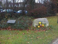 Gedenkstein und Bronzetafel für die Opfer des Außenlagers Eidelstedt