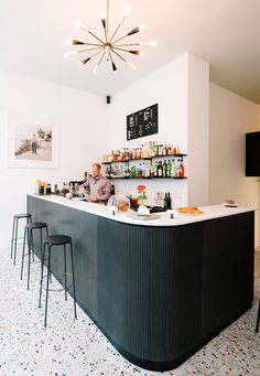 GET OUT! I love this bar and floor so much! NOMOS Groupement d'architectes, Miguel de Guzmán · Café Paradiso