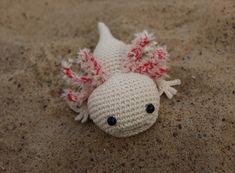 Kennst du schon die niedlichen Axolotl? Nein dann ezähle ich dir was über sie... Steckbrief – Wissenschaftlicher Name: Ambystoma mexicanum – Klasse: Amphibien – Zugehörige Familie: Querzahnmolche – Alter: Können zwischen 12 und 20 Jahre alt we