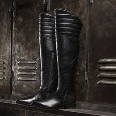 Women's leather boots: dedicated to the refined woman who likes to complete her outfit with style.