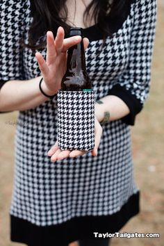 Image from http://www.saturdaydownsouth.com/wp-content/uploads/2011/09/houndstooth_bottle.jpg.