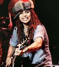 Linda Perry of Four Non Blondes - Hung out with her and friend in vail Colorado skiing. Met big head Todd same day just having beers at the lodge Music Love, My Music, Good Music, For Non Blondes, Linda Perry, Love To Meet, My Love, Sound Film, Rocker Chick
