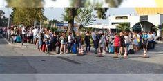 Komşuya tatilci akını: Bayram tatili dolayısıyla Yunanistan'ın Midilli Adası'na gitmek isteyen tatilciler Ayvalık Deniz Hudut Kapısı önünde uzun kuyruklara neden oldu.
