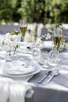 dining al fresco love* Banquet, Le Diner, Royal Copenhagen, Al Fresco Dining, Elegant Table, Deco Table, New Living Room, Decoration Table, Sashimi