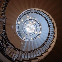 A must see in London | the Heals spiral staircase