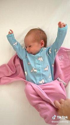 Toddler Sleep, Kids Sleep, Baby Sleep, Funny Videos For Kids, Cute Baby Videos, Cute Funny Babies, Cute Kids, Morning Stretches, Baby Mickey