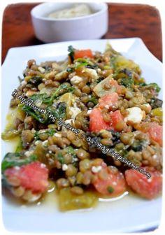 Όχι μόνο είναι νοστιμότατη έχει και πολλά θρεπτικά συστατικά! Η σαλάτα αυτή είναι ένα πλήρες Greek Recipes, Pasta Salad, Risotto, Ethnic Recipes, Bb, Food, California, Fitness, Cooking