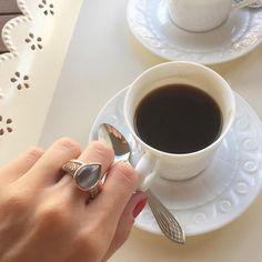 El café de la mañana con nuestra sortija Giselle   #marinagarciajoyas #welovejewels   #coffee #bestmoments