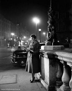 Lady reading on OConnell bridge 1950's