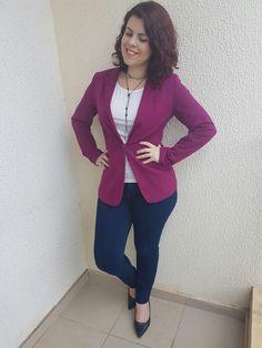Blazer roxo marsala, jeans, scarpin preto