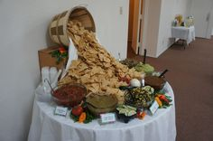Chips and salsa bar! How to present a delicious display for your fiesta! This makes so much sense! Party Fiesta, Festa Party, Party Ideas, Salsa Bar, Nacho Bar, Taco Bar Buffet, Party Buffet, Deco Buffet, Cooking