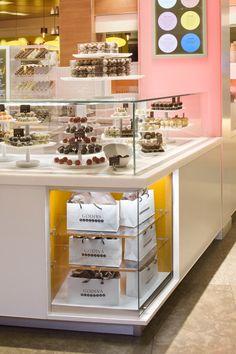 Godiva Truffle Express kiosk by dash design, New York kiosk