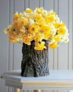 Gorgeous Spring Floral Arrangement Ideas For Your Home, The arrangement needs to be asymmetrical overall. Turn the vase and add flowers so that it looks full. Easy as that, in only a few minutes time you've. Diy Projects To Try, Craft Projects, Deco Floral, Deco Table, Ikebana, Glass Jars, Glass Table, Floral Arrangements, Flower Arrangement