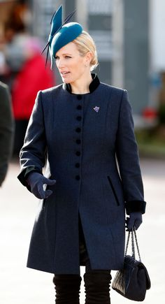 Zara Tindall looked incredible at the Cheltenham races with her mother Princess Anne, wearing a navy blue coat by Guinea London, boots by Stuart Weitzman and a hat by Juliette Botterill . Charlotte Hawkins, Tights And Heels, Zara Phillips, Races Outfit, Races Fashion, Walk In Wardrobe, Princess Anne, Pippa Middleton, Blue Coats