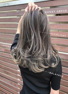 Grey Ombre Hair, Hair Color For Black Hair, Cool Hair Color, Balayage Straight Hair, Brown Hair Balayage, Hair Color Streaks, Hair Highlights, Medium Hair Cuts, Medium Hair Styles