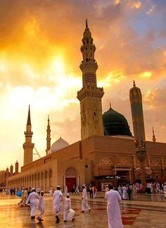 Beautiful Photo of the Prophet's Mosque ﷺ Islamic Images, Islamic Pictures, Islamic Art, Islamic Quotes, Mecca Madinah, Mecca Kaaba, Al Masjid An Nabawi, Masjid Al Haram, Medina Mosque