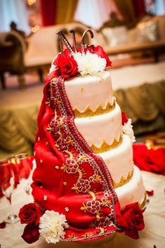 Looking for an ultimate indian wedding celebration, why not have a saree styled styled wedding cake!