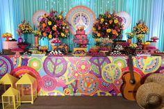 Peace and love Una celebración para recordarla paz y el amordel mundo con una fiesta a todo color, el significado del símbolo de la paz,...