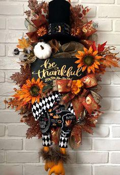 15 Superb Handmade Thanksgiving Wreath Designs You Should Hang Thanksgiving Mesh Wreath, Diy Thanksgiving Crafts, Thanksgiving Decorations, Fall Crafts, Wreath Fall, Vine Wreath, Deco Mesh Wreaths, Holiday Wreaths, Door Wreaths