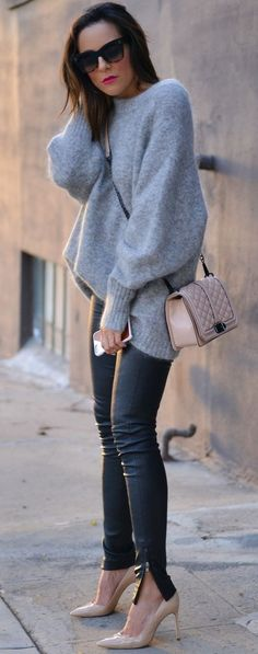 Lucy's Whims Bright Beige Pumps Black Leather Pants Gray Cashmere Comfy Sweater Fall Streetstyle Inspo Source Grey Fashion, Fashion Pants, Autumn Fashion, Womens Fashion, Casual Elegant Style, Casual Chic, Beige Pumps, Black Pumps, Winter Outfits
