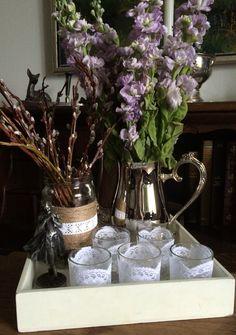 Trænger du også nogle gange bare til forår? Så er det altså skønt at tage glæderne lidt på forskud med friske grene og blomster, samt lys til minde os om de snartligt kommende længere dage.