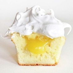 Vanilla Cupcakes with Lemon Filling and Meringue Frosting!