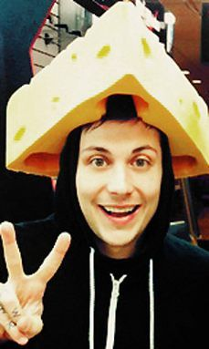 akjslkjdlakjsdljasljd it's a wisconsin cheese hat!!!!!