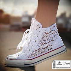 All Star Converse pizzo! Crochet Boots Pattern, Crochet Shoes, How To Lace Converse, Converse All Star, Cute Shoes, Me Too Shoes, Bridal Converse, Lace High Heels, Gladiator Shoes