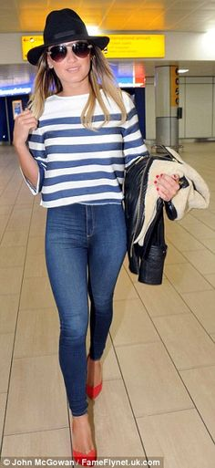 Sam Faiers nails airport chic in strippy top and denim jeans #dailymail