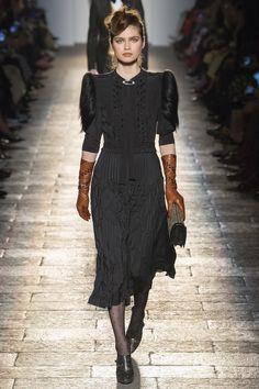 #Bottega   #fashion  #Koshchenets    Bottega Veneta Fall 2017 Ready-to-Wear Collection Photos - Vogue
