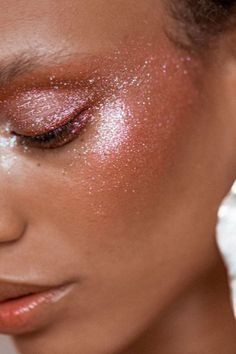 Beauty | Festival make up look | How to do a romantic look | Festival | Glitter | Highlight | More on Fashionchick