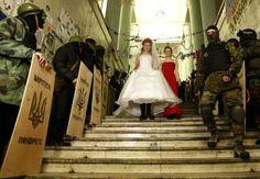 Перше весілля на Майдані - 2014! Вчора, 05 лютого 2014 року, увесь Майдан святкував непересічну подію - перше весілля двох активістів Богдана та Юлії