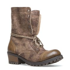 not really sure why but I'm in love with these boots =)