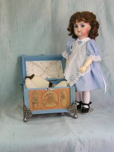 Bleuette-and her-Doll-Trunk