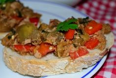 Reteta ton cu legume #reteta #aperitiv Appetizer Recipes, Appetizers, Meat, Chicken, Food, Appetizer, Meals, Entrees, Yemek