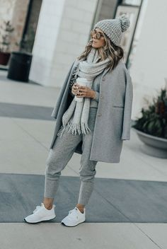 Fancy sweatpants will become your new best friends. Get comfy and cozy with two stylish joggers outfits that will take you from a lazy day indoors to your next coffee run.