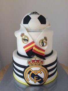 Cake Real Madrid C.F - Madrid tekero - football Real Madrid Cake, Festa Do Real Madrid, Soccer Theme, Soccer Party, Soccer Birthday Cakes, Soccer Cakes, Football Cakes, Boy Cakes, Happy Birthday