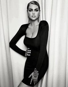 vouge photo spreads\   Kate Upton transforms into high fashion model for latest Vogue spread