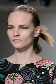 Pin for Later: The Hottest Hair and Makeup Looks From NYFW So Far Suno Autumn 2015 Makeup: Alice Lane for Maybelline