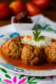 Aprende como hacer albóndigas en salsa de chile chipotle, una receta de cocina realmente sencilla, que harás en minutos y encantará a tu familia   cocinamuyfacil.com