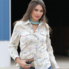 Inspired by  vintage and familiar floral patterns, this cream shirt has blue and pink flowers with leaves floating in a repeating pattern. Taupe snaps and double front pockets also shows off the prime style.  CTW9328002 CRM