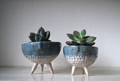 Atelier Stella. Pair of tripod bowl planters