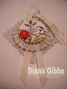 Kerstornament van papier, lint en glitter