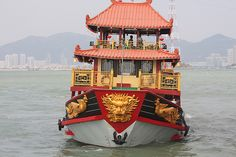 Xiamen is a coastal city and ferries are among the popular attraction, especially to Gulangyu Island. The ferries run in 10 minute intervals and a short 5 minute trip across the bay.