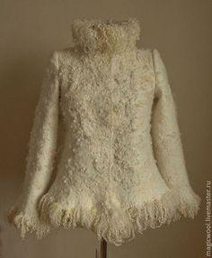 Купить или заказать 'Шубка' войлочная в интернет-магазине на Ярмарке Мастеров. Теплая, уютная куртка из войлока. Использование кудрей овец различных пород позволяет создать 'шкурку' с красивой необычной фактурой.