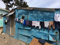 Sloppenwijk Imizamo Yethu, township, Kaapstad, Cape Town, South Africa, Zuid-Afrika Travel Set, Travel Guide, Invisible Cities, Garden Route, Cape Town South Africa, Air Ride, Slums, Around The Worlds, Clothes Lines