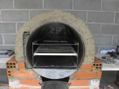 Loks like they made this out of a steel drum, and layered concrete and… Wood Oven Pizza, Pizza Oven Outdoor, Pizza Ovens, Wood Fired Oven, Wood Fired Pizza, Thin Blue Line Decal, Bakers Oven, Oven Diy, Indoor Outdoor Kitchen