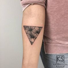 Small Tattoos sells temporary tattoos designed by professional artists and designers. Our temporary tattoos are safe and non-toxic. Dot Tattoos, Flower Tattoos, Body Art Tattoos, Tatoos, Hibiscus Tattoo, Diamond Tattoos, Geometric Tattoo Design, Temporary Tattoo Designs, Cool Small Tattoos