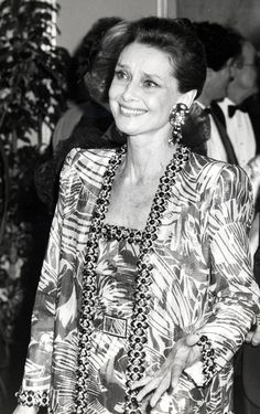 Audre Hepburn, 1986 (this photo captures my heart)  Today, May 4, 2014, Audrey Hepburn would have celebrated her 85th birthday.